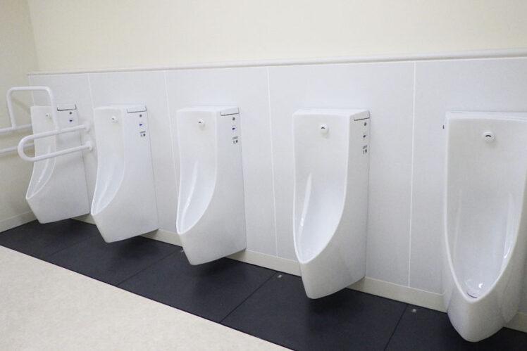 小便器、小便器用手すり(児童トイレ1F)