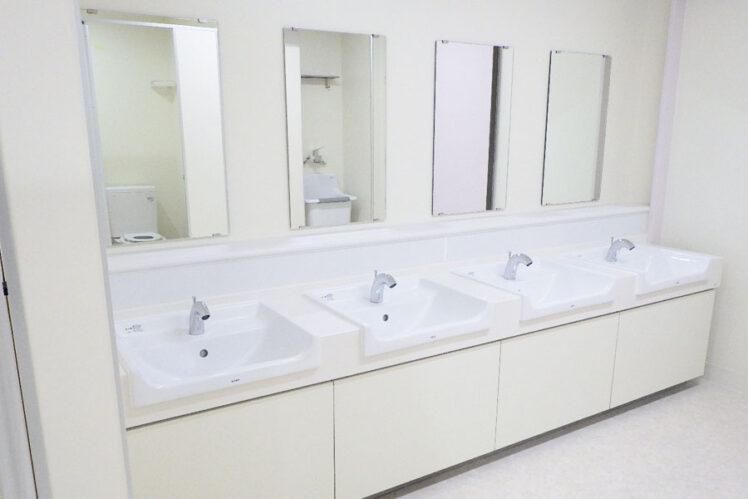 カウンター洗面器(児童トイレ1F)